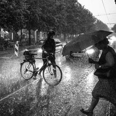 Hard rain Berlino 2016 @ martin u waltz Rain Photography, Street Photography, Smell Of Rain, World Music, You Are Awesome, Lessons Learned, Black And White, Life, Jazz