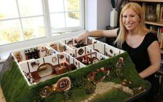 Custom Underground Hobbit Dwellings : hobbit home and Doll House https://madshobbithole.wordpress.com/2010/01/18/my-hand-made-hobbit-hole-bag-end-from-lord-of-the-rings/