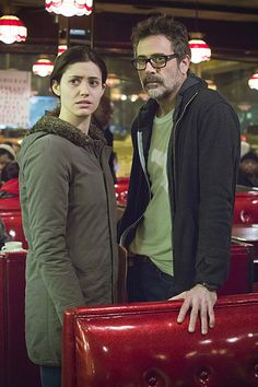 Emmy Rossum (Fiona Gallagher) & Jeffrey Dean Morgan (Charlie Peters) on Shameless