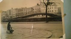 Halpenny bridge Ireland Pictures, Old Pictures, Old Photos, Dublin Street, Photo Engraving, Ireland Homes, Beautiful Places, Past, How To Memorize Things