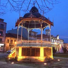 Um coreto romântico na Póvoa de Varzim - Praça do Almada. - Portugal