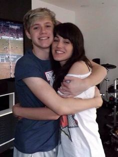 Guys remember on Niall's twitcam when we saw him hugging a brunette? Well I am pretty sure it was his cousin