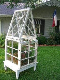 DIY Craft Projects using Old Vintage Windows Doors - Trash to Treasure - Architectural Salvage - greenhouse made from old windows Vintage Windows, Old Windows, Windows And Doors, Antique Windows, Windows Image, Outdoor Projects, Diy Craft Projects, Garden Projects, Decor Crafts