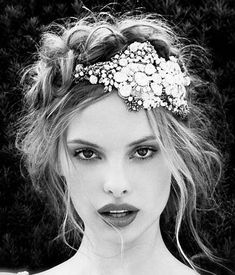 Must Have Hair Accessories Every Girl Needs From head pieces to head scarves, discover the must have hair accessories to amp up your   look and wardrobe! #accessories #advice #basicaccessories #embellishedaccessories #flower   hair#accessories #hairaccessories #hair #fascinators #hairpins #headbands #howtoideasideas   forwomen