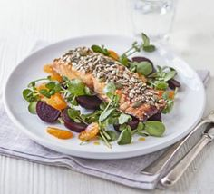 Salmon & broccoli cakes with watercress, avocado & tomato salad Kebab Recipes, Fish Recipes, Salad Recipes, Recipies, Satsuma Recipes, Adana Kebab Recipe, Healthy Salads, Healthy Recipes, Salmon And Broccoli