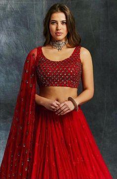 Priyanka Chopra Sabyasachi Lehenga Coût Lehengas à funds similaire en rouge