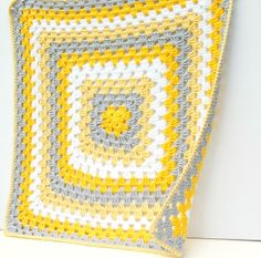 Love the color combination. Yellow and grey. hopscotch lane: More Yellow