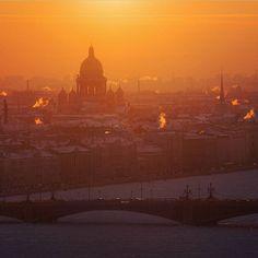 Winter sunset over the Trinity bridge, Saint-Petersburg // Зимний закат над…