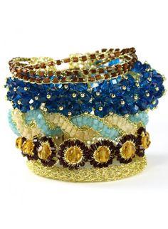 PULSEIRA PLOC - pulseira feita a mão em crochê com fio de ouro, contas de vidro e lindos cristais deixam essa pulseira ainda mais maravilhosa.