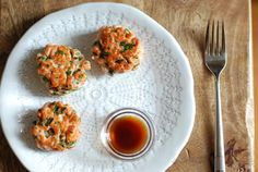 salmon cakes with ginger and lime