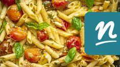 Egyben sült fetás-paradicsomos tészta recept   Nosalty Feta, Wok, Pasta Salad, Ethnic Recipes, Crab Pasta Salad