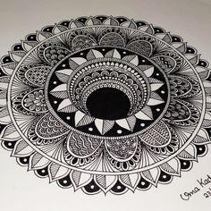 Mandala Art Therapy, Mandala Art Lesson, Mandala Artwork, Mandala Painting, Easy Mandala Drawing, Mandala Sketch, Doodle Art Drawing, Cute Doodle Art, Doodle Art Designs