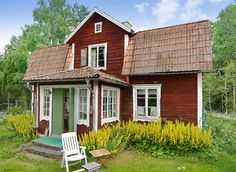 renoveringsobjekt!!!! Swedish Cottage, Red Cottage, This Old House, My House, Norwegian House, Timber Cabin, Sweden House, Red Houses, Farmhouse Remodel