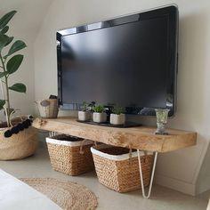retro home decor Small Apartment Living, Living Room Tv, Interior Design Living Room, Home And Living, Living Room Designs, Bedroom Tv Stand, Tv In Bedroom, Bedroom Decor, Appartement Design