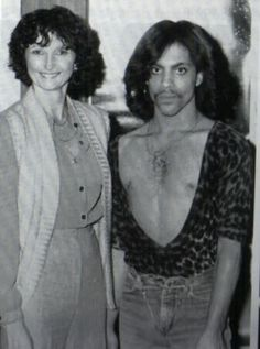 Pictures of Prince without makeup. IMO, he never needed any; he was naturally handsome! 7 Prince, Young Prince, Pictures Of Prince, New Pictures, Prince Stories, Best Friends Brother, Tears In Heaven, The Artist Prince, Sheila E