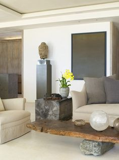 Minimalist Living Room......Perfect!.....I could live here!