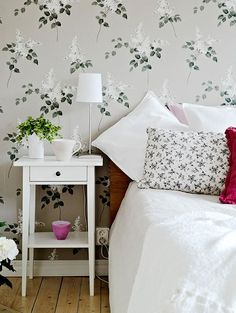Wallpaper with Lilacs, from Falsterbo for Borås Tapeter.