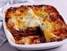 Mary Berry Special: Meat lasagne & Bolognese sauce – The Most Popular Recipes Mince Recipes, Cooking Recipes, Minced Beef Recipes, Nutella Recipes, Beef Lasagne, Bolognese Sauce, Spaghetti Bolognese, Beef Dishes, Gastronomia