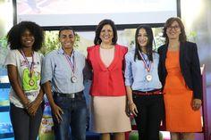 Vicepresidenta entrega premios VI Olimpíada de Lectura Profesor Juan Bosch