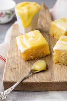 Fastfood Friday: Citroenbrownies met creamcheese en lemoncurd - OhMyFoodness Sweet Recipes, Healthy Recipes, Healthy Food, Cookie Recipes, Dessert Recipes, Lemon Brownies, Brownie Cake, Pie Dessert, Yummy Cakes