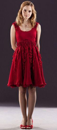 Hermoine Granger's red dress robes. Harry Potter Hermione, Hermione Granger, Prom Dresses, Formal Dresses, Wedding Dresses, Red Cocktail Dress, Dress Robes, Schneider, Emma Watson