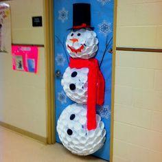 Στολισμός σχολικής πόρτας-Χιονάνθρωπος από πλαστικά ποτήρια