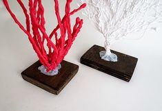 Learn how to make faux coral. This step by step shows you how to make different coral shapes using a glue gun. The perfect addition to any coastal decor. Glue Gun Projects, Glue Gun Crafts, Quick And Easy Crafts, Diy And Crafts, Beach Crafts, Hot Glue Art, Diy Home Decor Bedroom, Leaf Garland, Girl Decor