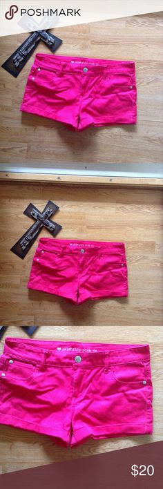 CELEBRITY PINK JEANS HOT PINK LOW RISE SHORTS CELEBRITY PINK JEANS HOT PINK LOW RISE SHORTS Collection: Celebrity Pink Jeans  Size: Juniors 13 Fit: Low Rise Material: 82% Cotton, 16% Polyester, 2% Spandex  Color: hot pink  Inseam 3 Zip Fly; Flat Front; Patch Pockets; Cuffed  Smoke Free Home like new worn once  no modeling or trades Celebrity Pink Shorts