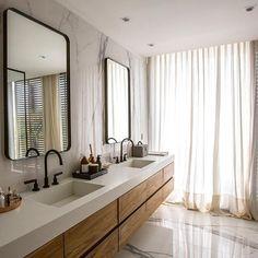Floriipic (@floriipic) • Fotos y vídeos de Instagram Double Vanity, Bathroom Lighting, Instagram, Mirror, Cali, Furniture, Home Decor, Bathroom Light Fittings, Bathroom Vanity Lighting
