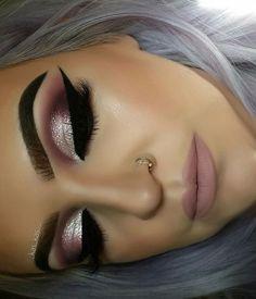 35 Pink Eye Makeup Looks Pink eye makeup is going to be a big beauty trend for summer. So take a look at some of the best pink eye makeup looks, there is sure to be a look for you. Glam Makeup, Cute Makeup, Gorgeous Makeup, Skin Makeup, Makeup Inspo, Eyeshadow Makeup, Bridal Makeup, Makeup Inspiration, Rose Gold Makeup