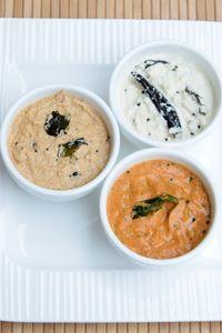 Coconut, Peanut Onion and Onion Tomato Chutneys - Easy Food Recipes Veg Recipes, Indian Food Recipes, Vegetarian Recipes, Cooking Recipes, South Indian Chutney Recipes, Healthy Recipes, Dosa Chutney, Tomato Chutney, Dips