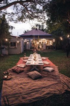 Dreaming of this Bohemian Dinner Party for my next outdoor Kitchen Table App dinner in Oberlin Ohio! Outdoor Dining, Outdoor Spaces, Outdoor Decor, Outdoor Parties, Outdoor Entertaining, Future House, Home And Garden, Summer Garden, Sweet Home