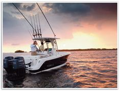 Robalo Center console fishing boat