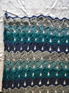 Vintage Fan Ripple Stitch Pattern by Janis Cortese (http://www.ravelry.com/patterns/library/vintage-fan-ripple-stitch-pattern)