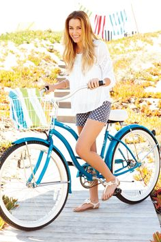 LC Lauren Conrad Love the older fashioned style of this look.