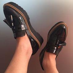 #Zapatos casual de corte mocasín en materiales patent de charol con borlas y plataforma de Sixtyseven. LoVe It!