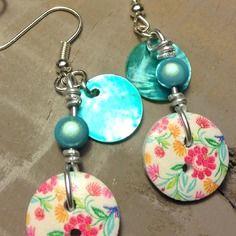 Boucles d'oreilles sans nickel, boutons bois fleurs et nacres - bijoux tessness