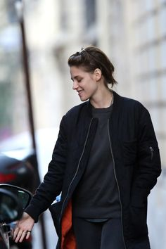 kristen stewart outfits best outfits - Page 20 of 100 - Celebrity Style and Fashion Trends Kristen Stewart Short Hair, Kristen Stewart Fashion, Kirsten Stewart Style, Celebrity Outfits, Celebrity Style, Street Style Blog, Tomboy Fashion, My Idol, Going Out