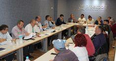 Representantes de la patronal Proexport y de los sindicatos UGT y CCOO han firmado en Murcia el Convenio Colectivo para las Empresas Cosecheras y Productoras de Tomate, Lechuga y otros produ ...