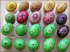 kudlanka.cz • Zobrazit téma - VELIKONOČNÍ KRASLICE - VZORY Egg Art, Egg Decorating, Easter Crafts, Easter Eggs, Wax, Hand Painted, Painting, Inspiration, Easter