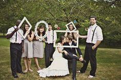 Comme pour le photobooth, les vieux tableaux vous permettent d'obtenir des photos de mariage très originales moins conventionnelles.