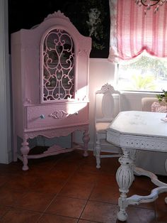 pink swirly shabby chic and upcycled all in one! What's not to love?
