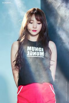 Pledis Entertainment, Arts And Entertainment, Kpop Girl Groups, Kpop Girls, Pristin Roa, Kim Min Kyung, Korean Wave, Cool Hairstyles, T Shirts For Women