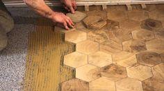 La pose de pavés hexagone en chêne massif. http://www.parquets-de-tradition.com/type-pave-bois-debout.htm