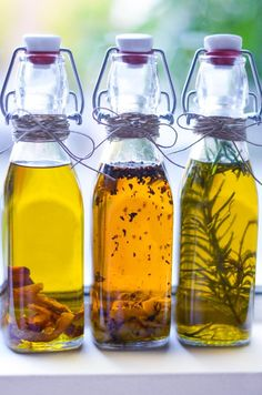 DIY Holiday Gift: Homemade Infused Olive Oils | Luci's Morsels