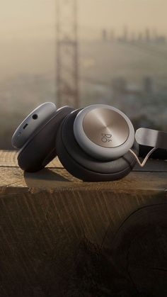 Wireless, over-ear headphones with a focus on pure materials – featuring Bang & Olufsen Signature Sound and up to 19 hours of playtime. Bluetooth Headphones, Wireless Headphones, Sports Headphones, Best Headphones, Over Ear Headphones, Iphone Wallpaper Music, Status Wallpaper, Instruments, Bang And Olufsen