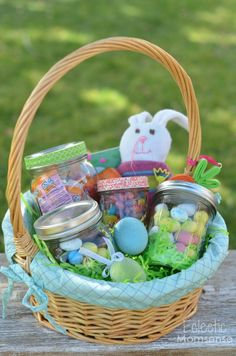 In love with mason jar crafts? If you need some cool DIY projects to make with your mason jars in under an hour, here's our updated list to use! Jar Crafts, Easter Crafts, Crafts For Kids, Easter Ideas, Pot Mason Diy, Mason Jar Gifts, Mason Jar Projects, Diy Projects, Pots