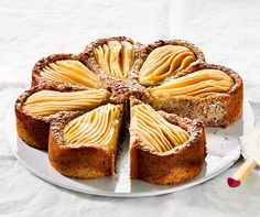 Betty Bossis Birnenkuchen Swiss Desserts, Swiss Recipes, Chef Recipes, Delicious Cake Recipes, Yummy Cakes, Dessert Recipes, Food Club, Fall Baking, Foods To Eat