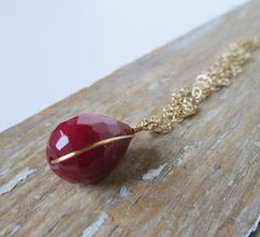 Raspberry Agate Teardrop. Simple Stone Necklace. Faceted Stone. Gold Filled Chain. Miinimalist. Modern. Simple.