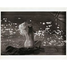 Collection of oversize photos of Marilyn Monroe nude swimming pool session, printed ca. Marilyn Monroe 1962, Marilyn Monroe Photos, Classic Hollywood, Old Hollywood, Hollywood Actresses, Earl Moran, Candle In The Wind, Norma Jeane, Abstract Landscape